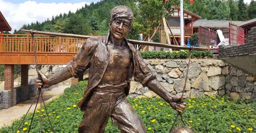 话说亚博体育ios官方下载现代玻璃钢仿铜农耕剪影雕像小品厂